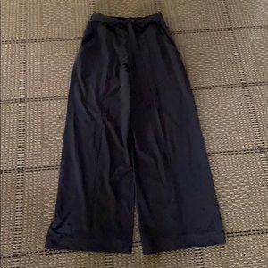 Lululemon black Wide leg pants size 8 NWOT